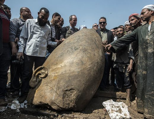 The head of the statue believed to belong to Pharaoh Ramses II - Khaled Desouki / AFP