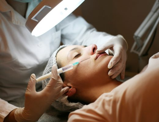 A women recieving a botox injection