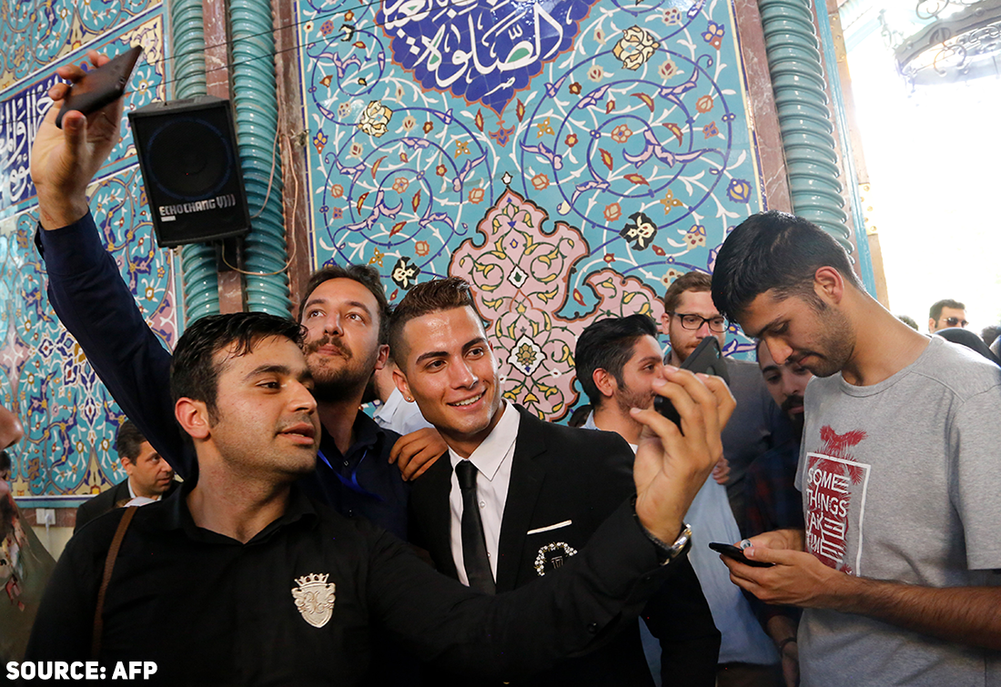 Reza Alireza Lou surrounded by fans during presidential elections, May 19, 2017