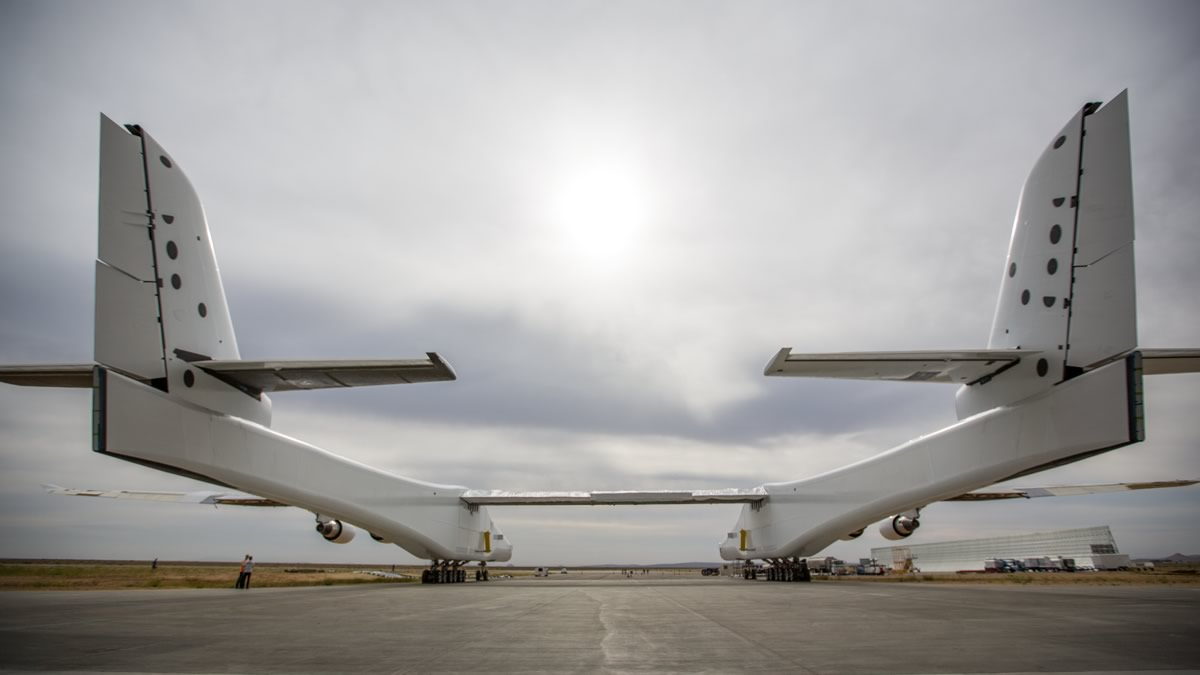 Stratolaunch, the world's largest airplane from behind