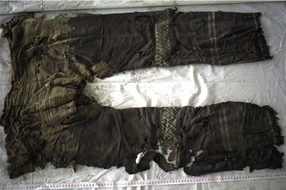 The pair of pants found at Yanghai cemetery