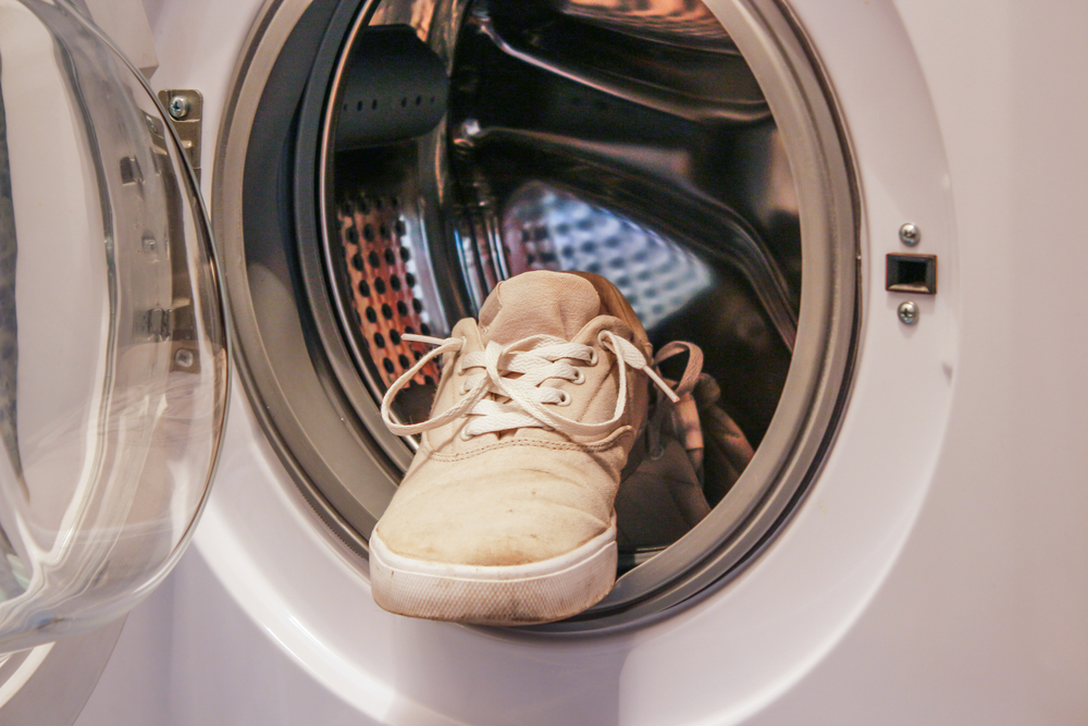 how to clean your white shows using a washing machine