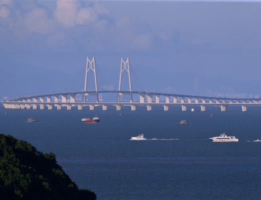 China opened the world's longest sea bridge, connecting Hong Kong, Macau and Zhuahi