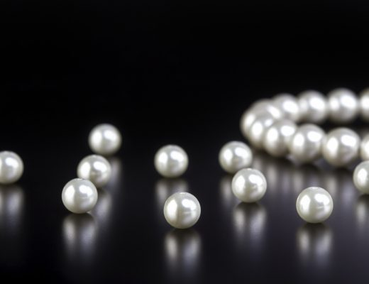 Qatar has a rich history with pearl hunting, learn how to spot real pearls from fake pearls