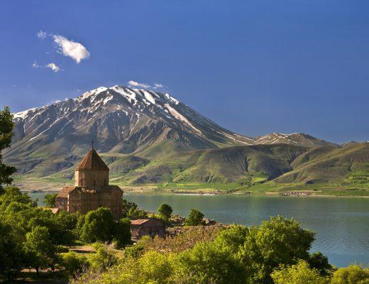An ancient castle dating back to the Urartu civilazation was found sunken in Lake Van, Turkey