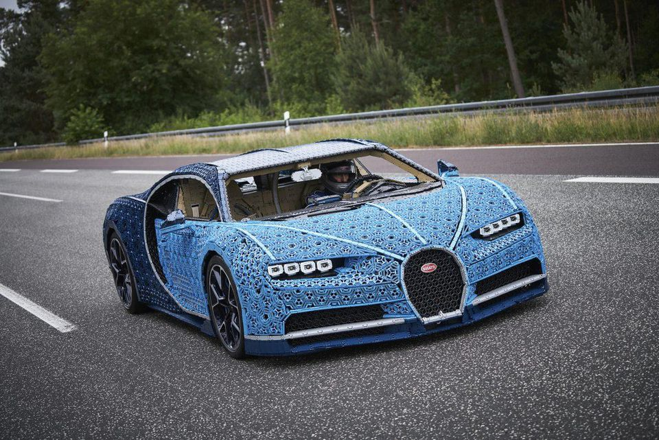 Lego Chiron - a Bugatti Chiron replica made completely our of Lego